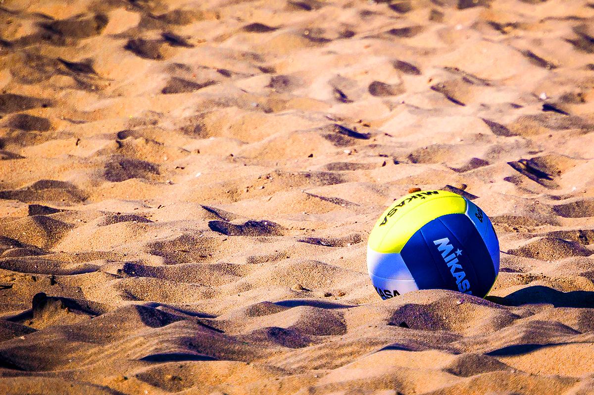photo lors de l'entretien de terrains de volleyball